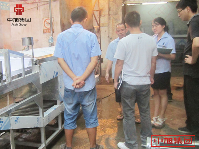 中旭河粉机生产河粉很简单,一步成型